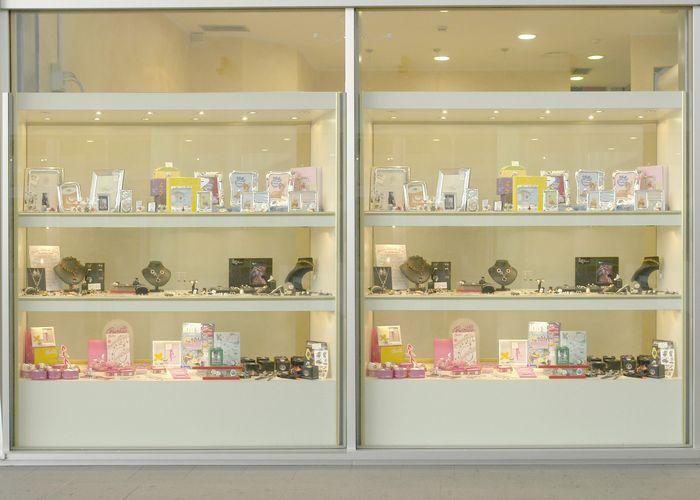 Produzione arredamenti per negozi espositori per occhiali for Arredamento per gioielleria
