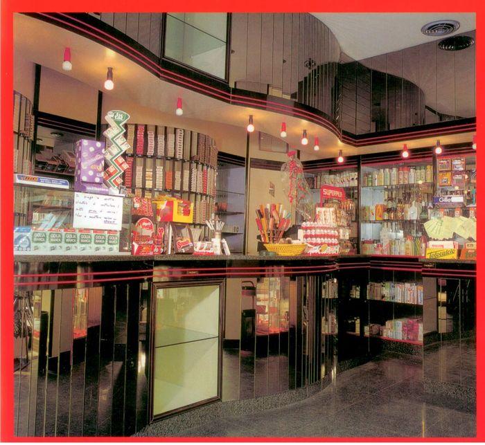 produzione arredamenti per negozi espositori per occhiali
