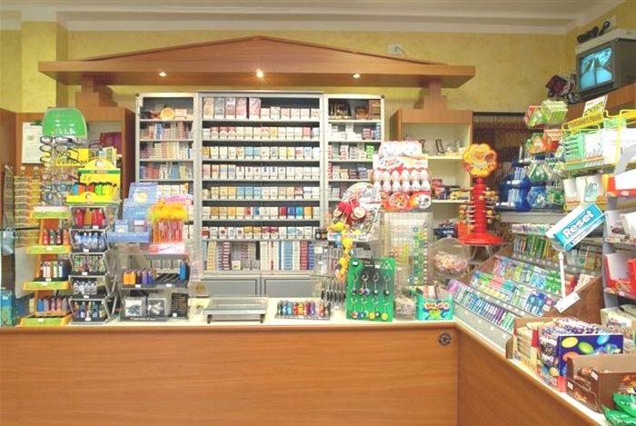 Produzione arredamenti per negozi espositori per occhiali for Arredamenti per tabaccherie